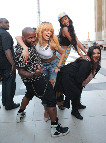 rihanna-eiffel-tower-5