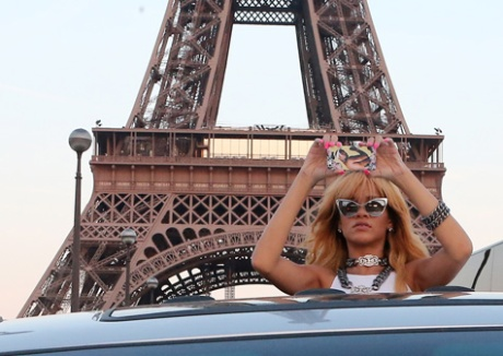rihanna-eiffel-tower-6