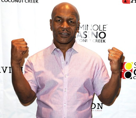 mike-tyson-appears-at-seminole-casino-coconut-creek-03